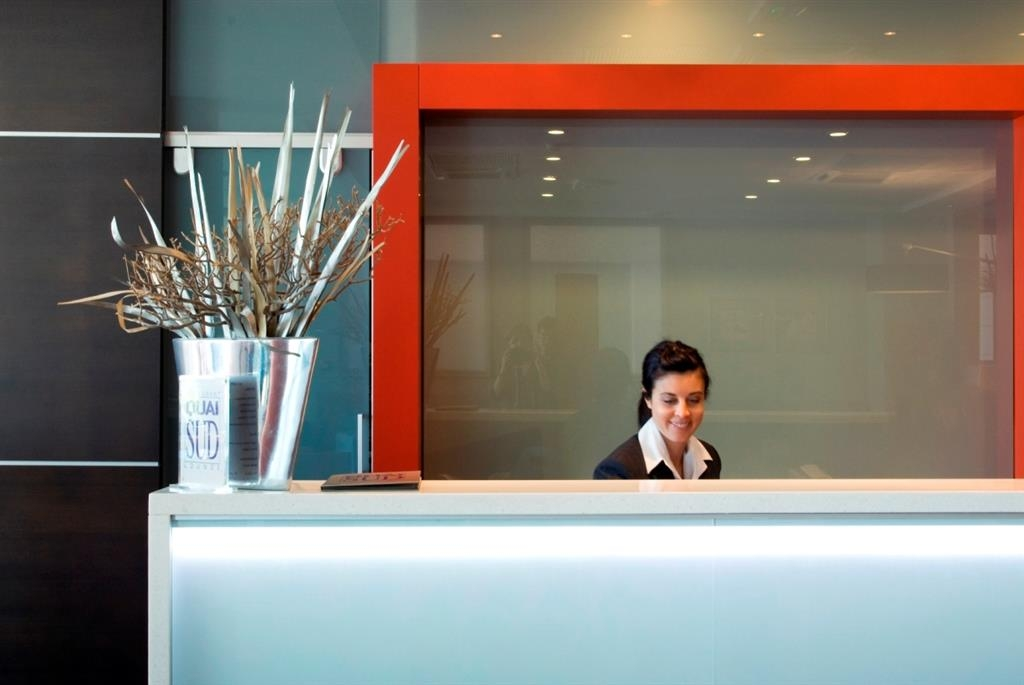 Best Western Premier Vieux Port - Hotel Lobby - Front Desk
