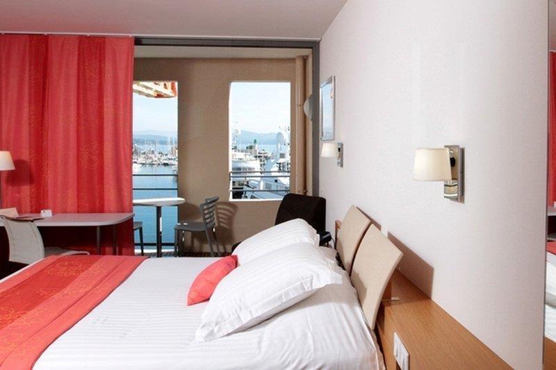 Best Western Premier Vieux Port - Guest Room
