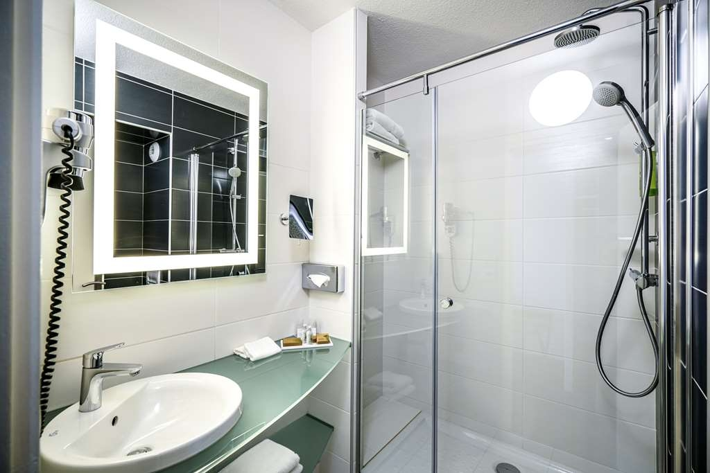 Best Western Saphir Lyon - Guest Bathroom