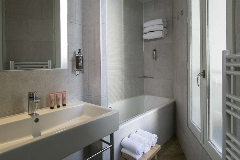 Best Western Plus Hotel de Neuville Arc de Triomphe - Superior Guest Bathroom