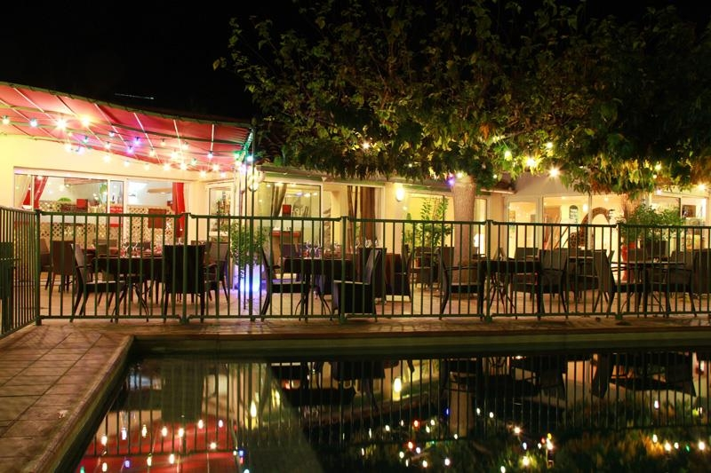 Best Western Hotel Uzes Pont Du Gard - Vue de la piscine