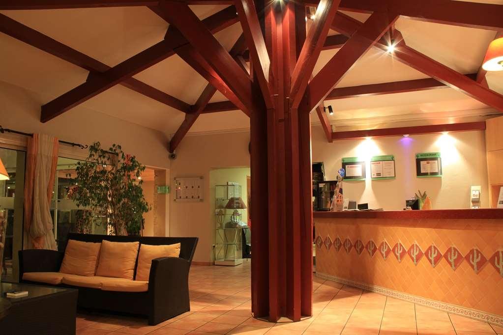 Best Western Hotel Uzes Pont Du Gard - Vestíbulo