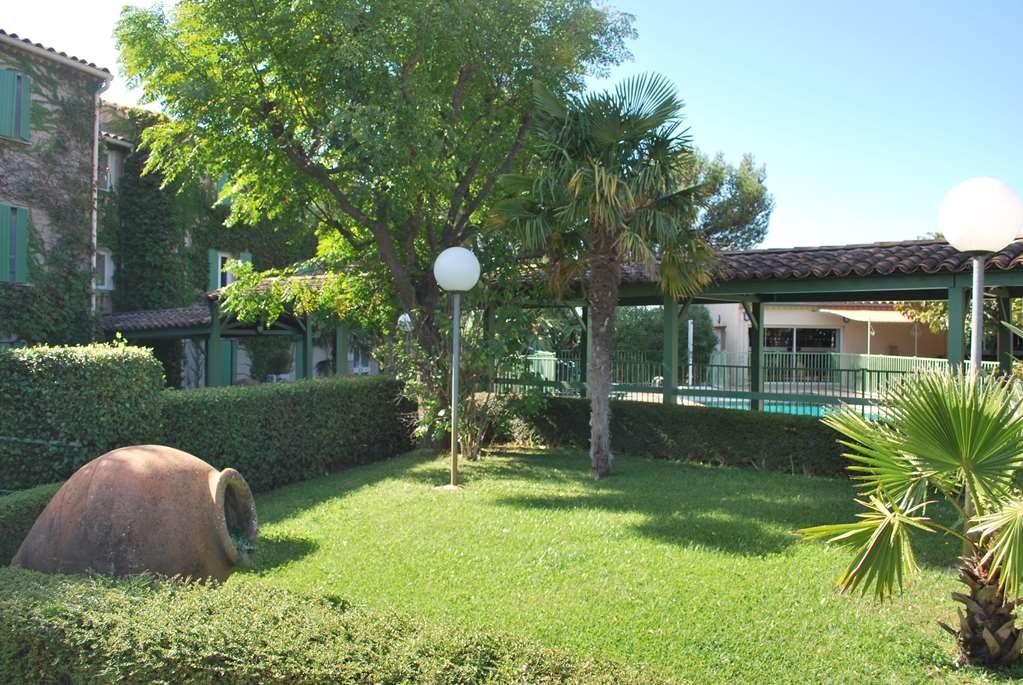 Best Western Hotel Uzes Pont Du Gard - Vista exterior