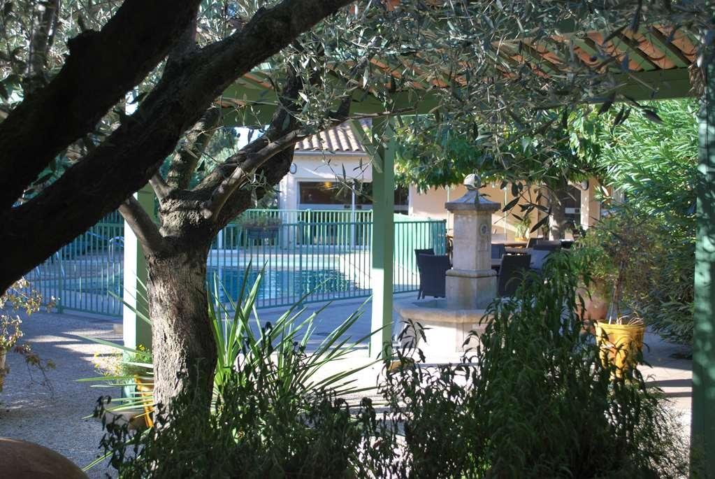 Best Western Hotel Uzes Pont Du Gard - Außenansicht