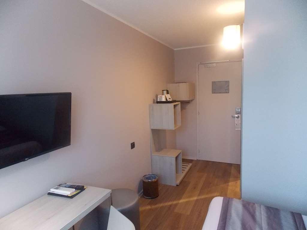 Best Western Hotel Uzes Pont Du Gard - Entrée chambre Twin bed