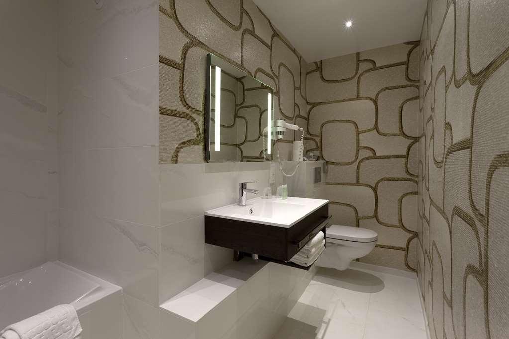 Best Western Hotel Ronceray Opera - Guest Bathroom
