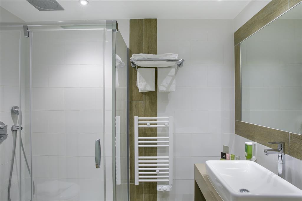 Best Western Plus Santa Maria - Guest Bathroom