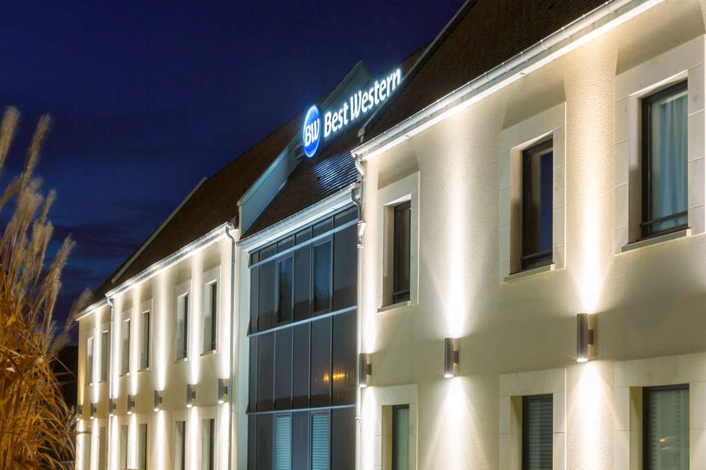 Best Western Hotel La Mare O Poissons - Hotel front view night