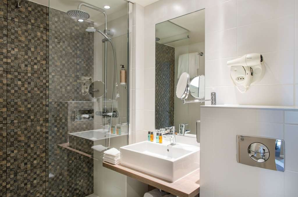 Best Western Plus Paris Val de Bievre - Guest Bathroom - Standard & Comfort Room