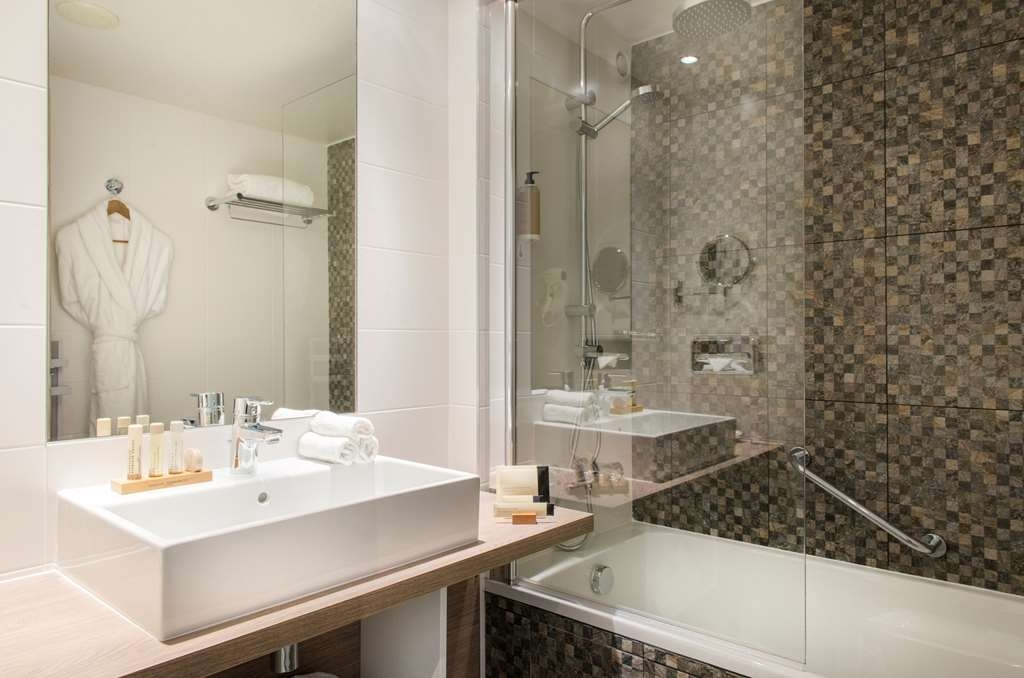 Best Western Plus Paris Val de Bievre - Guest Bathroom - Executive Room & Suite