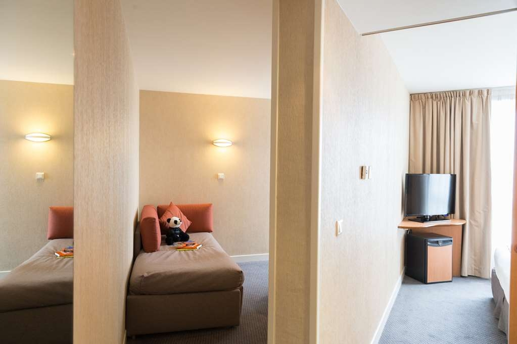 Best Western Plus Paris Val de Bievre - Family Guest Room