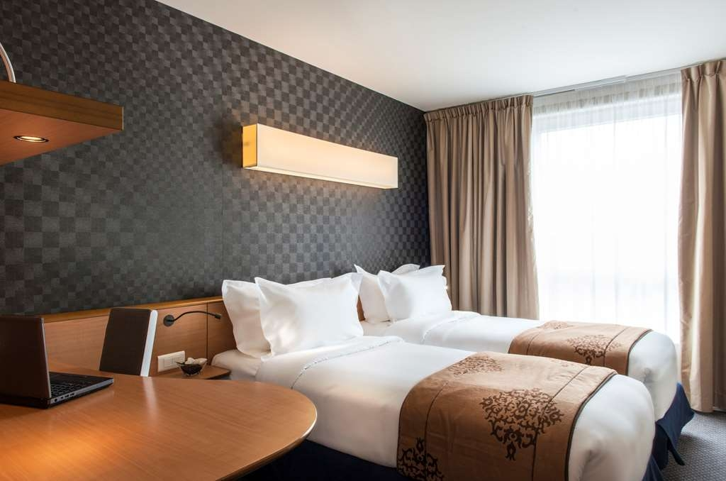 Best Western Plus Paris Val de Bievre - Standard Two Single Beds Guest Room