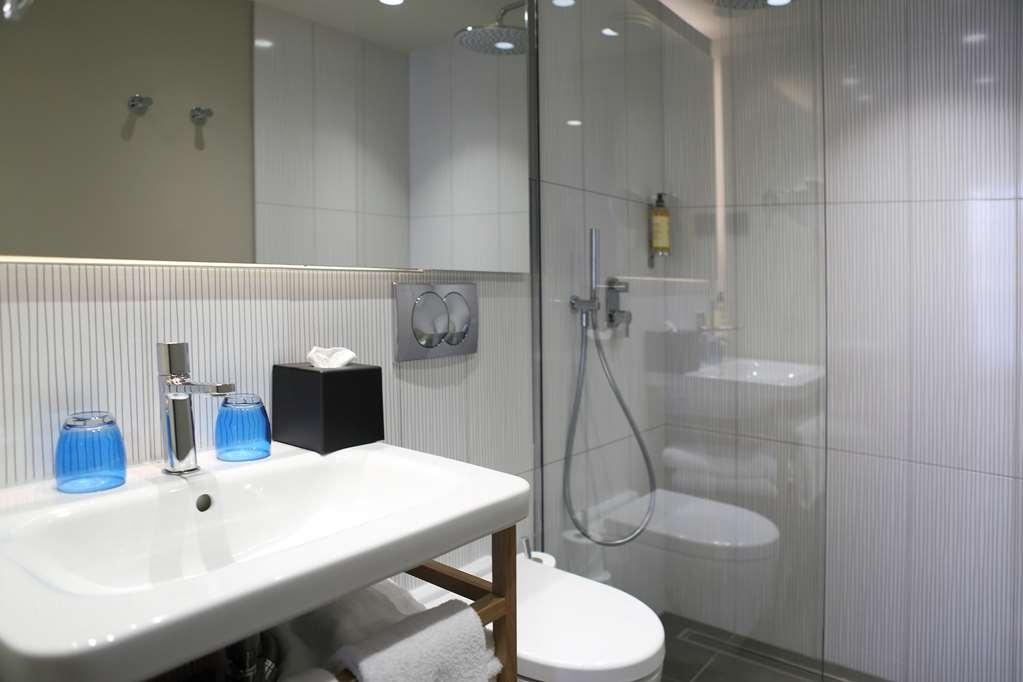 Best Western Plus Hotel La Joliette - Bathroom