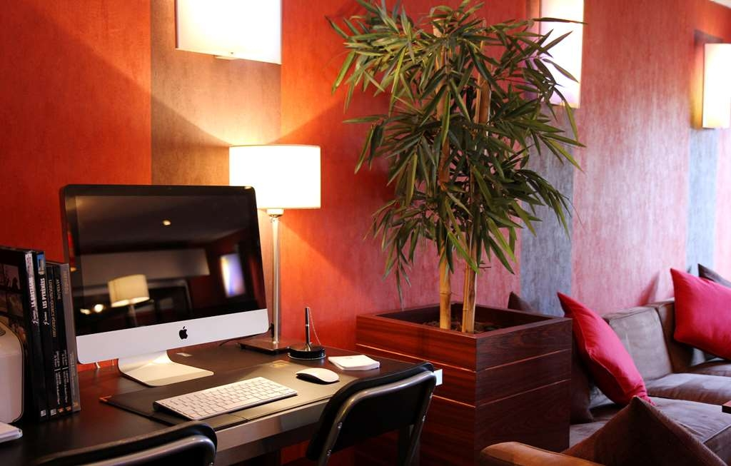Best Western The Hotel Versailles - Business Corner