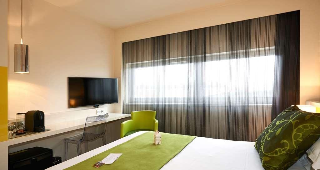 Best Western Plus Hotel Le Rhenan - Superior King Bed Guest Room