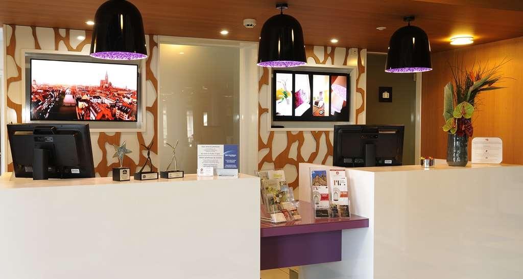 Best Western Plus Hotel Le Rhenan - Vista del vestíbulo