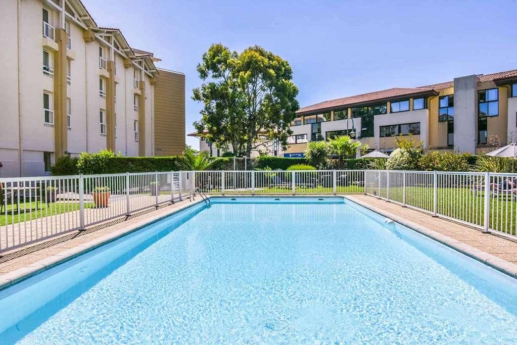 Best Western Plus Karitza - Vista de la piscina