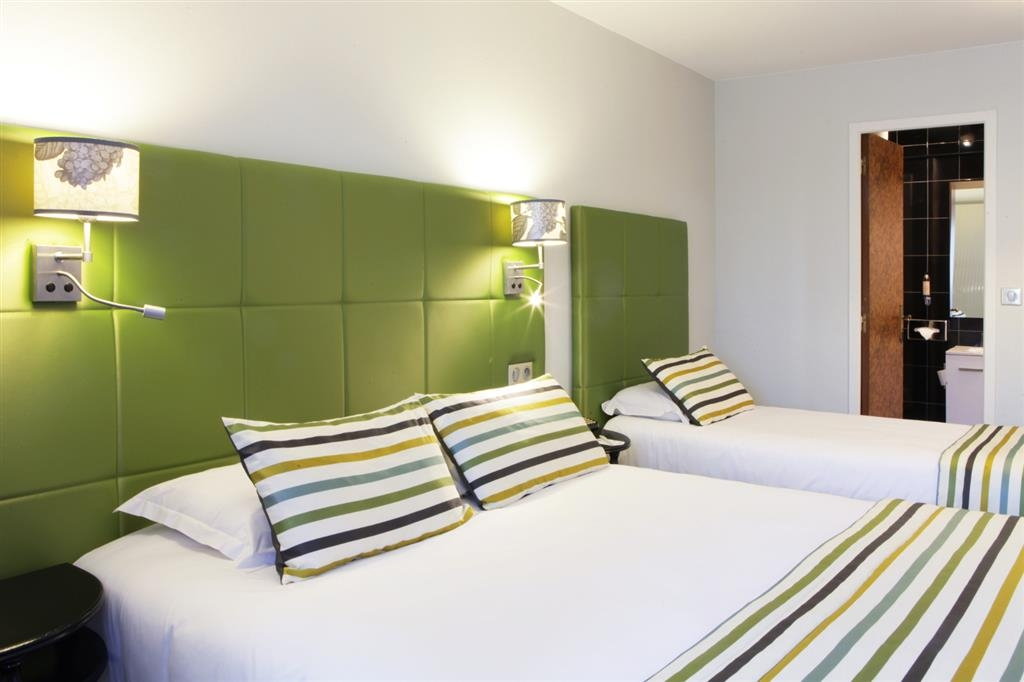 Best Western Plus L'Artist Hotel - Queen/Single Bed Guest Room