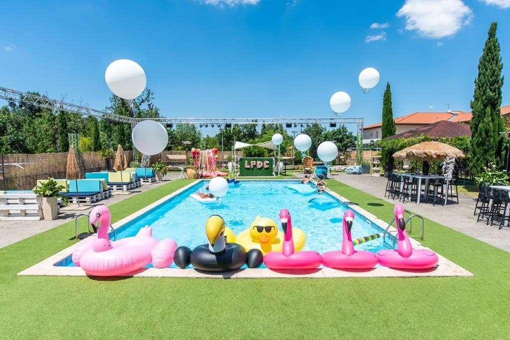Best Western Plus Le Canard Sur le Toit - Vista de la piscina