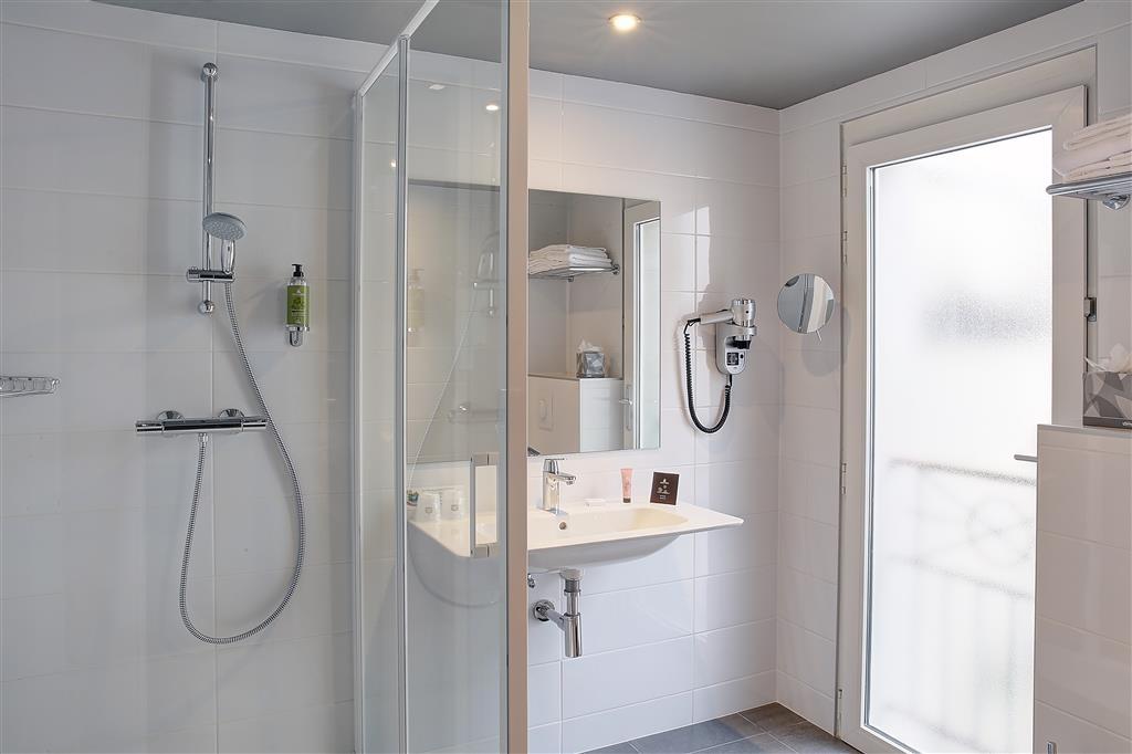 Best Western Citadelle Besancon - Guest Bathroom