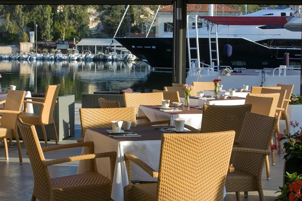 Best Western Hotel du Roy D'Aragon - Patio Dining