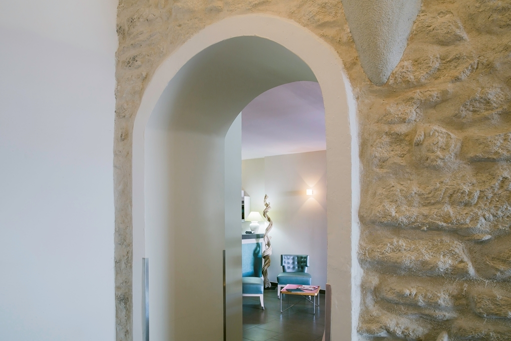 Best Western Hotel du Roy D'Aragon - Vista del vestíbulo