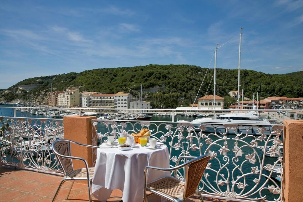 Best Western Hotel du Roy D'Aragon - Patio View