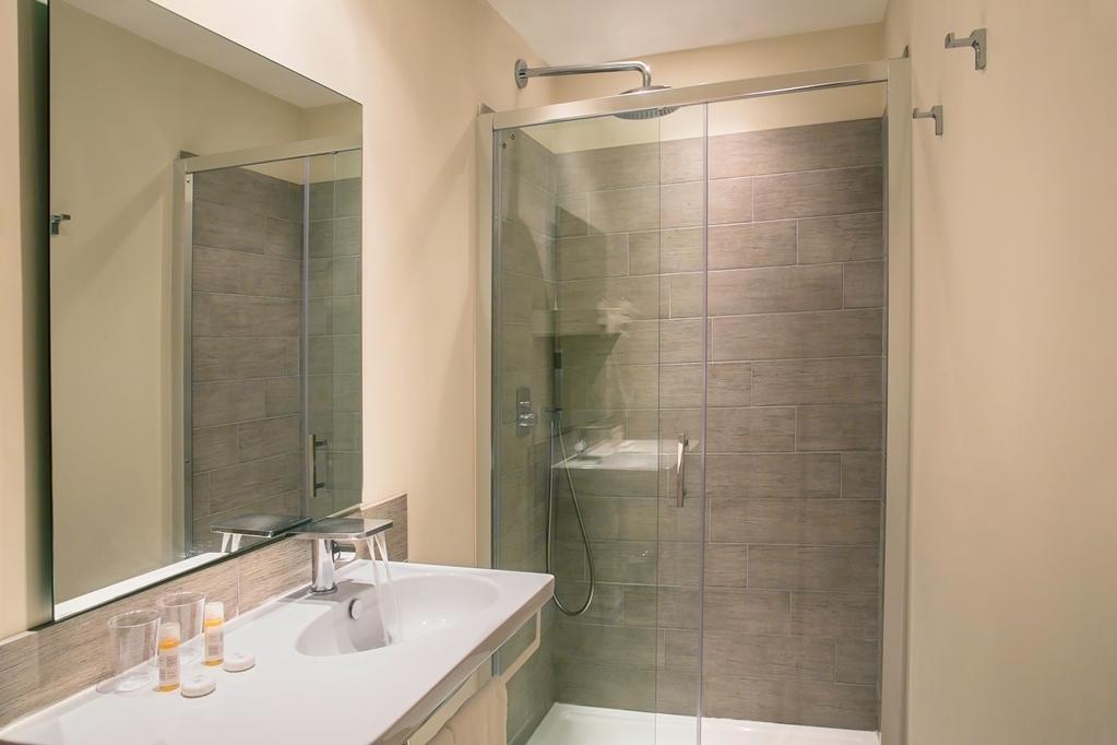 Best Western Hotel du Roy D'Aragon - Guest Bathroom