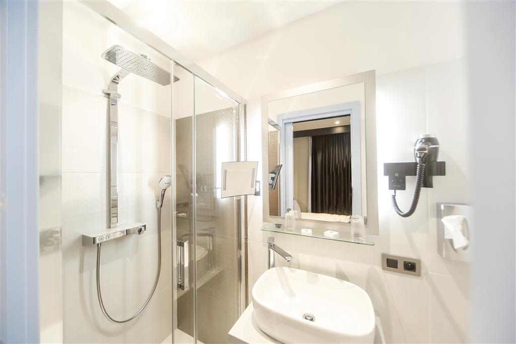 Best Western Richelieu Lyon Part-Dieu - Guest Bathroom