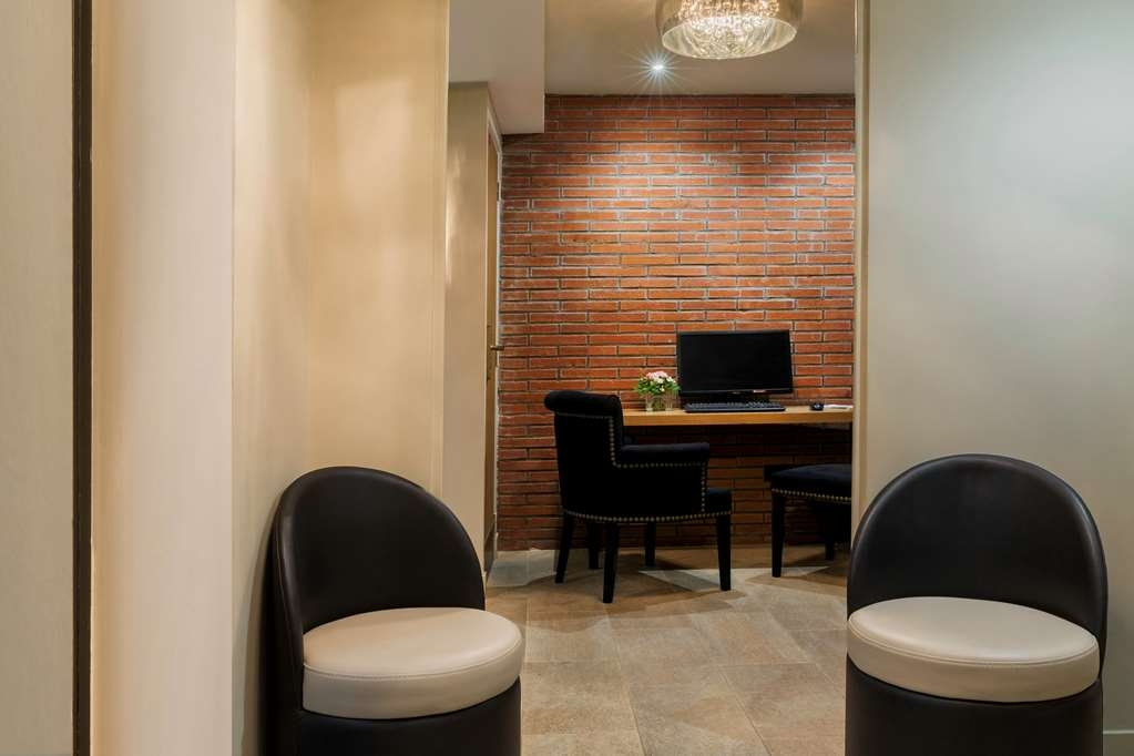 Best Western Hotel le 18 Paris - Business Corner
