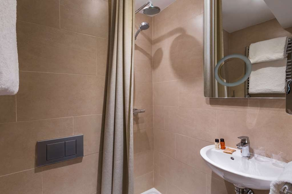 Best Western Hotel le 18 Paris - Guest Bathroom