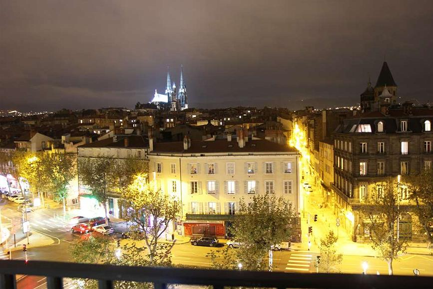 Best Western Plus Hotel Litteraire Alexandre Vialatte - View of the hotel by night