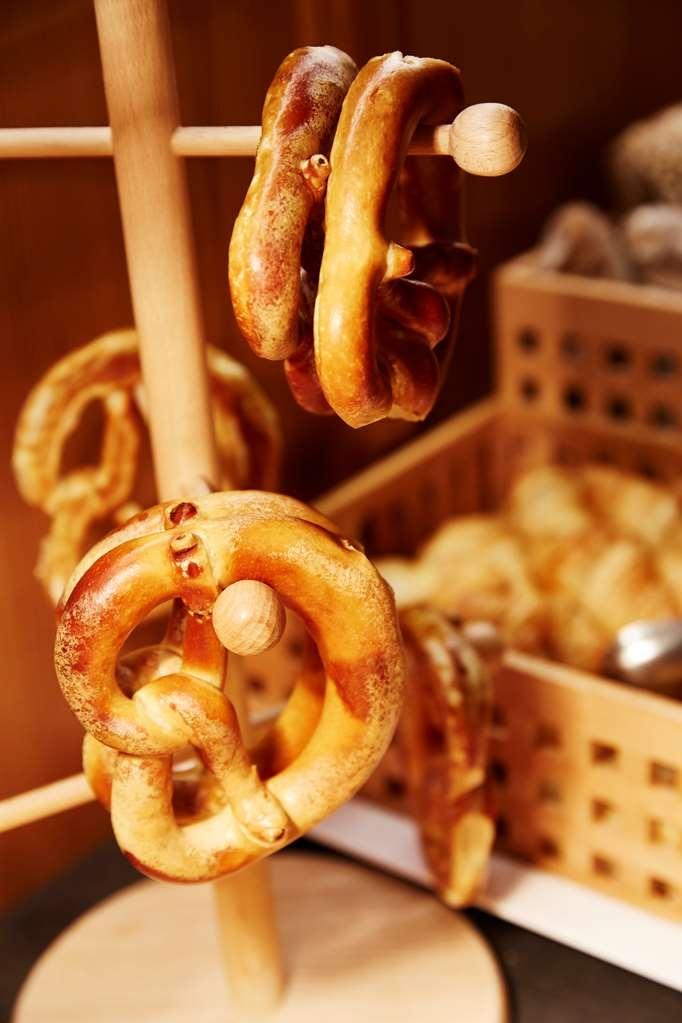 Best Western Au Cheval Blanc Mulhouse Nord - Breakfast