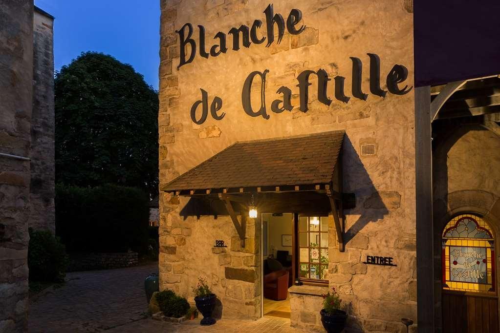 Best Western Blanche De Castille Dourdan - Façade
