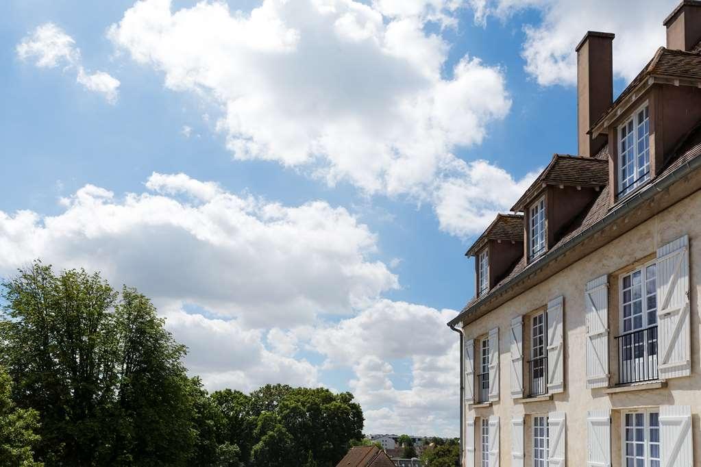 Best Western Blanche De Castille Dourdan - Facciata dell'albergo