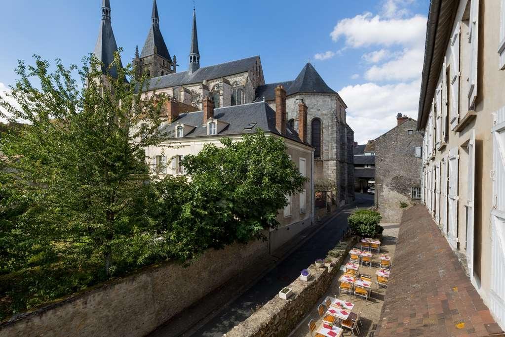 Best Western Blanche De Castille Dourdan - Terrace