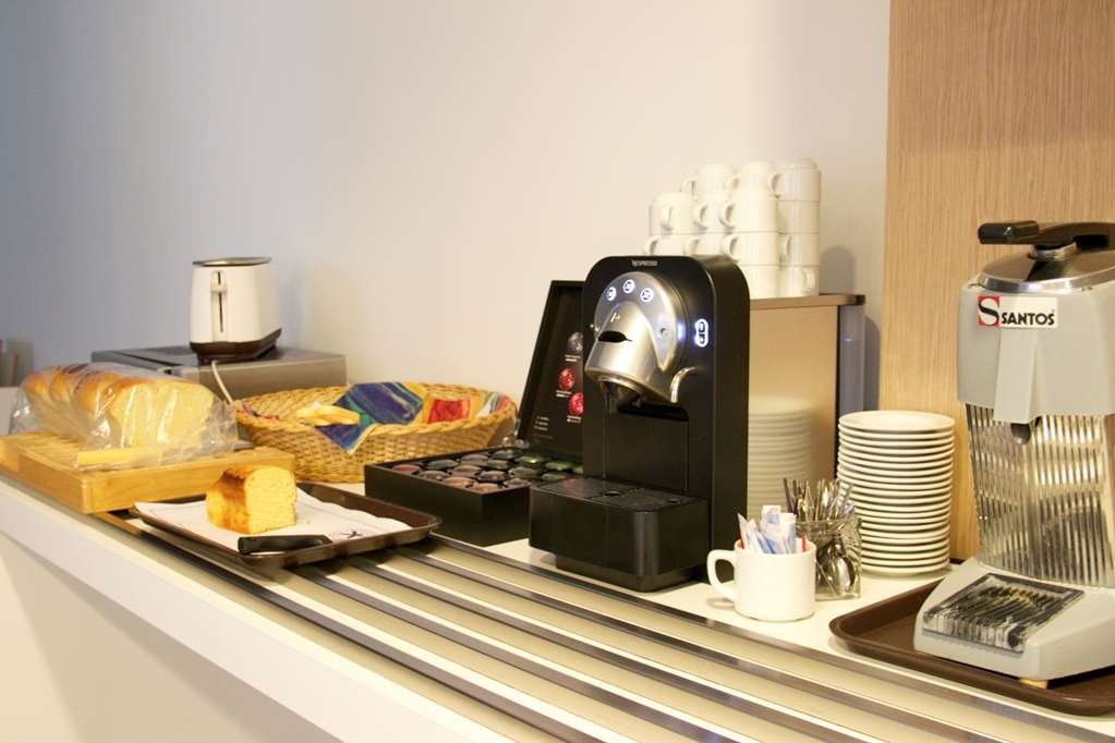 Best Western Hotel San Benedetto - Breakfast Bar Area