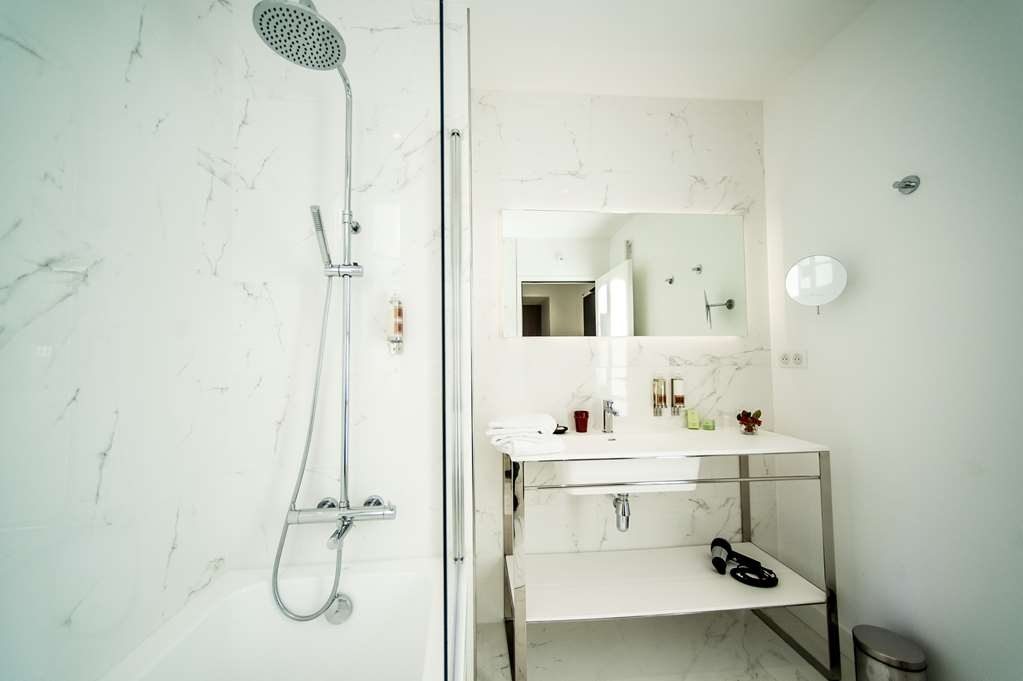 Le Domaine de Montjoie, BW Premier Collection - Guest Bathroom of Deluxe room