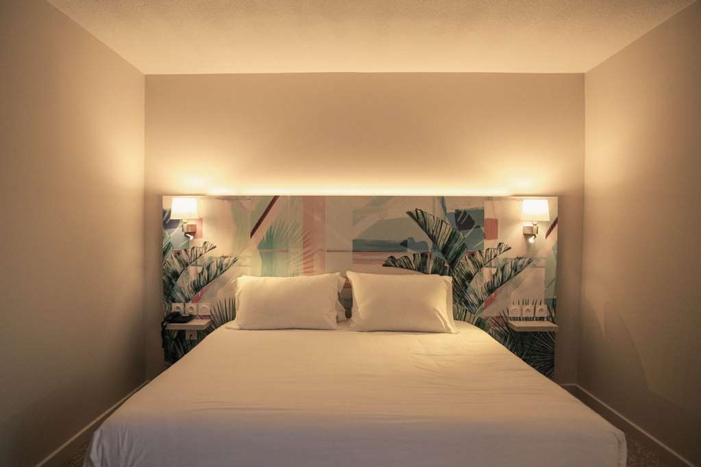 Best Western Plus Hyeres Cote D'azur - Deluxe Room King Size Bed