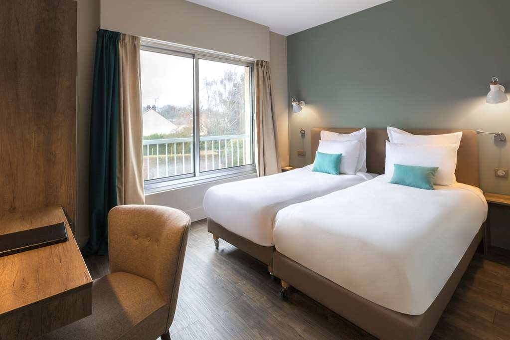 Best Western La Porte des Chateaux - Family Room with Three Twin Size Beds