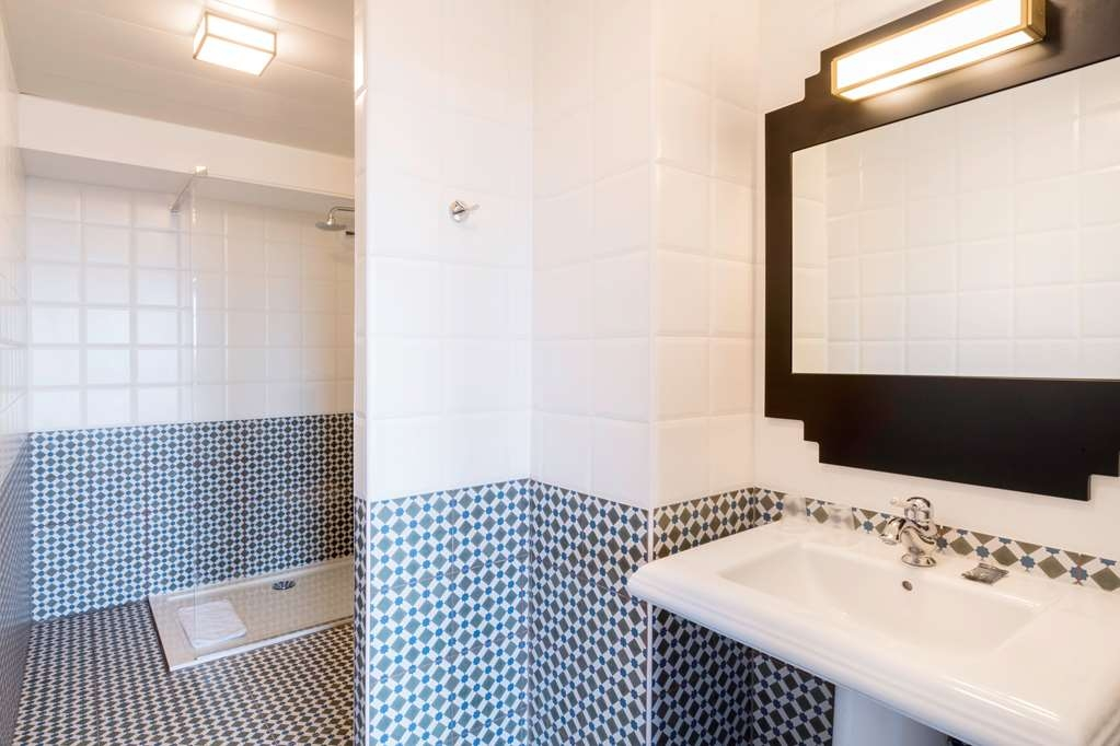 Best Western Hotel Journel Saint-Laurent-du-Var - Bathroom