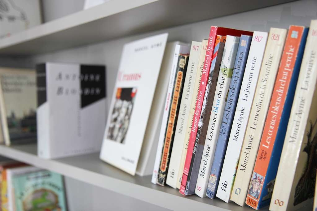 Best Western Plus Hotel Litteraire Marcel Ayme - Books