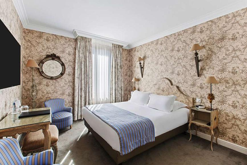 Best Western Plus Hotel Villa D'est - Larger Superior Room with Queen Size Bed