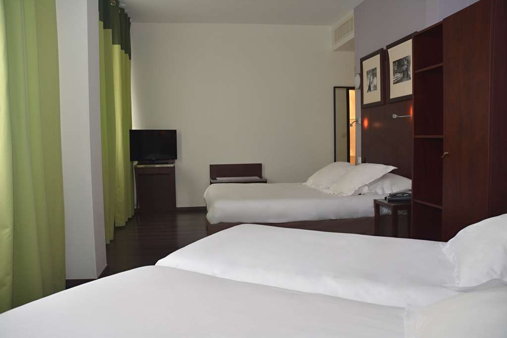 Sure Hotel by Best Western Annemasse - Guest Room with Two Twin Size Beds and One Double Bed - Perfect for Families