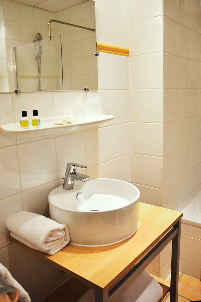 Sure Hotel by Best Western Annemasse - Bathroom in the Classic Guest Rooms