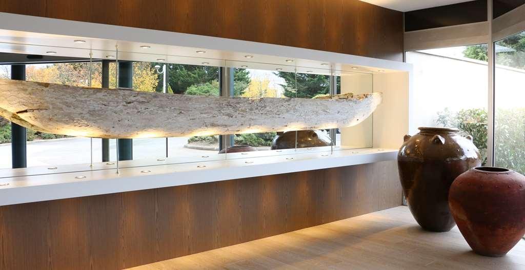 Best Western Plus Hotel Admiral - Lobby Decor