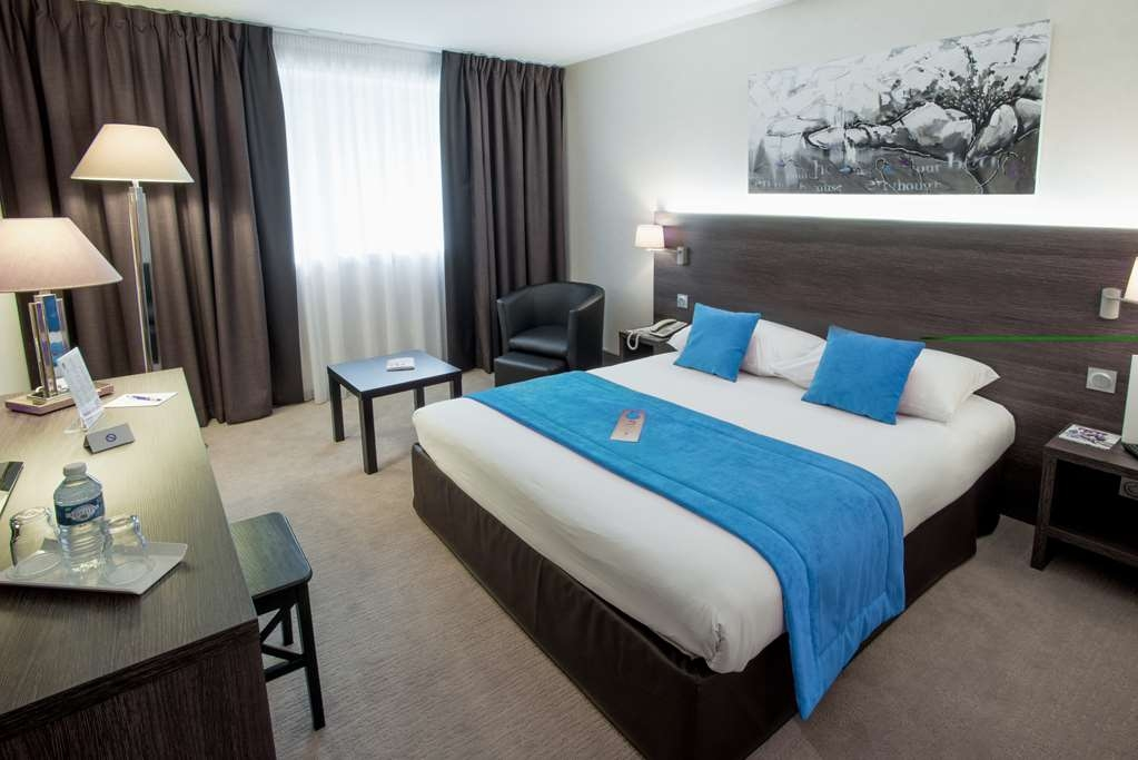 Best Western Plus Hotel Admiral - Comfortable Room with One Queen Size Bed or Two Twin Beds on Request