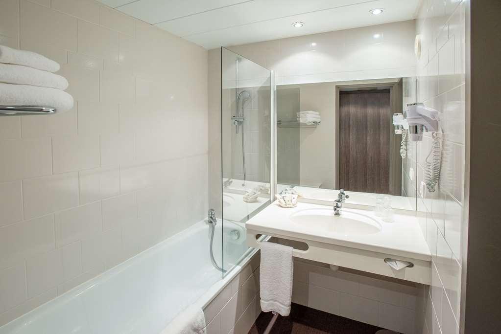 Best Western Plus Hotel Admiral - Guest Room Bath