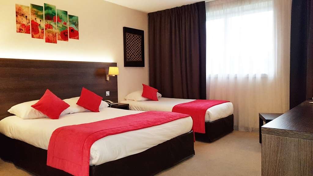 Best Western Plus Hotel Admiral - Family Guest Room with One Queen Size Bed and One Twin Size Bed