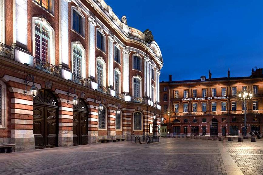 Grand Hotel de l'Opera, BW Premier Collection - Façade de l'hôtel donnant sur la Place du Capitole (© Pierre Prestat)